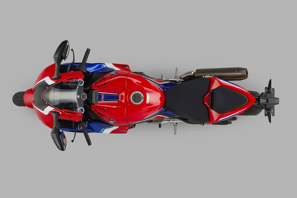 Tam giác lái trên 2021 CBR1000RR-R Fireblade SP nhỏ gọn và hung dữ hơn.