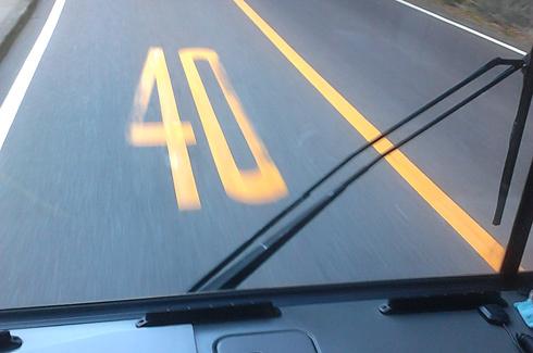 Đi đúng tốc độ cho phép (cách giới hạn tốc độ dưới lòng đường tại Nhật Bản). Ảnh: Lê Hải Hưng.