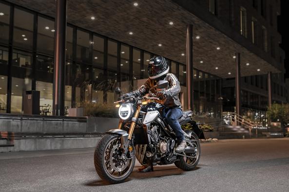 Cá nhân cần chuẩn bị giấy tờ và chứng minh tài chính khi mua xe Honda CB650R trả góp